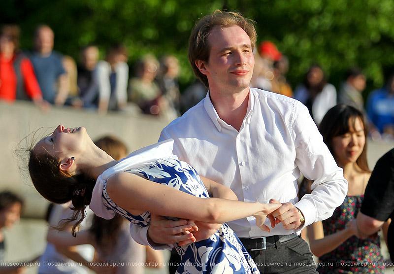 Московский репортаж, Москва, Танцы, Парк горького