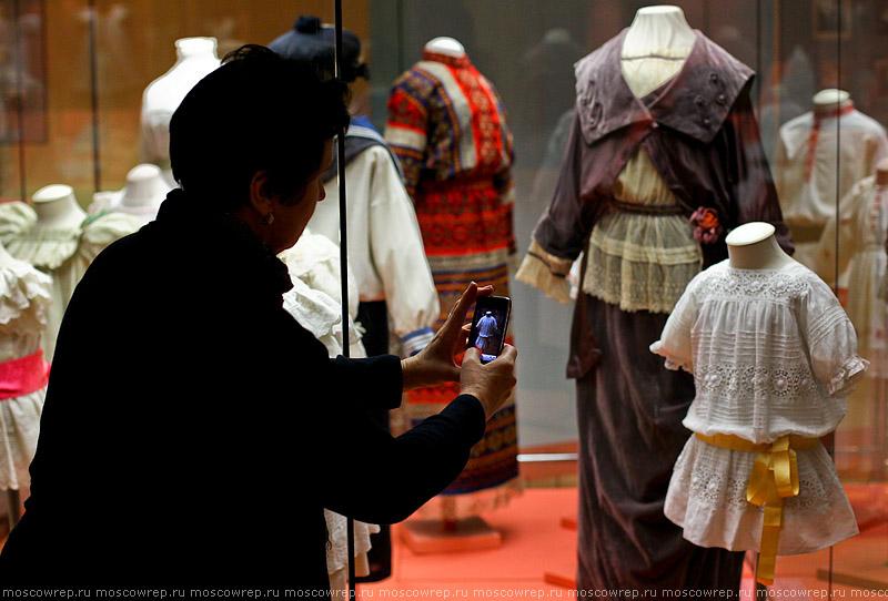 Московский репортаж, Москва, Исторический музей, Детский костюм XVIII </p> <p>- XX вв