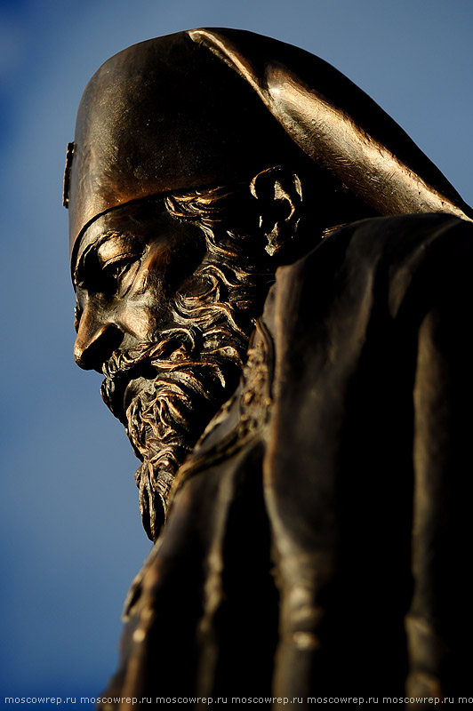 Московский репортаж, Москва, скульптура Воссоединение, Русская Православная Церковь